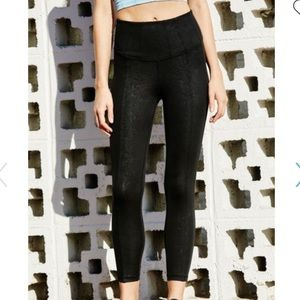 ***NWT FREE PEOPLE MOVEMENT ENLIGHTENED HYBRID S**